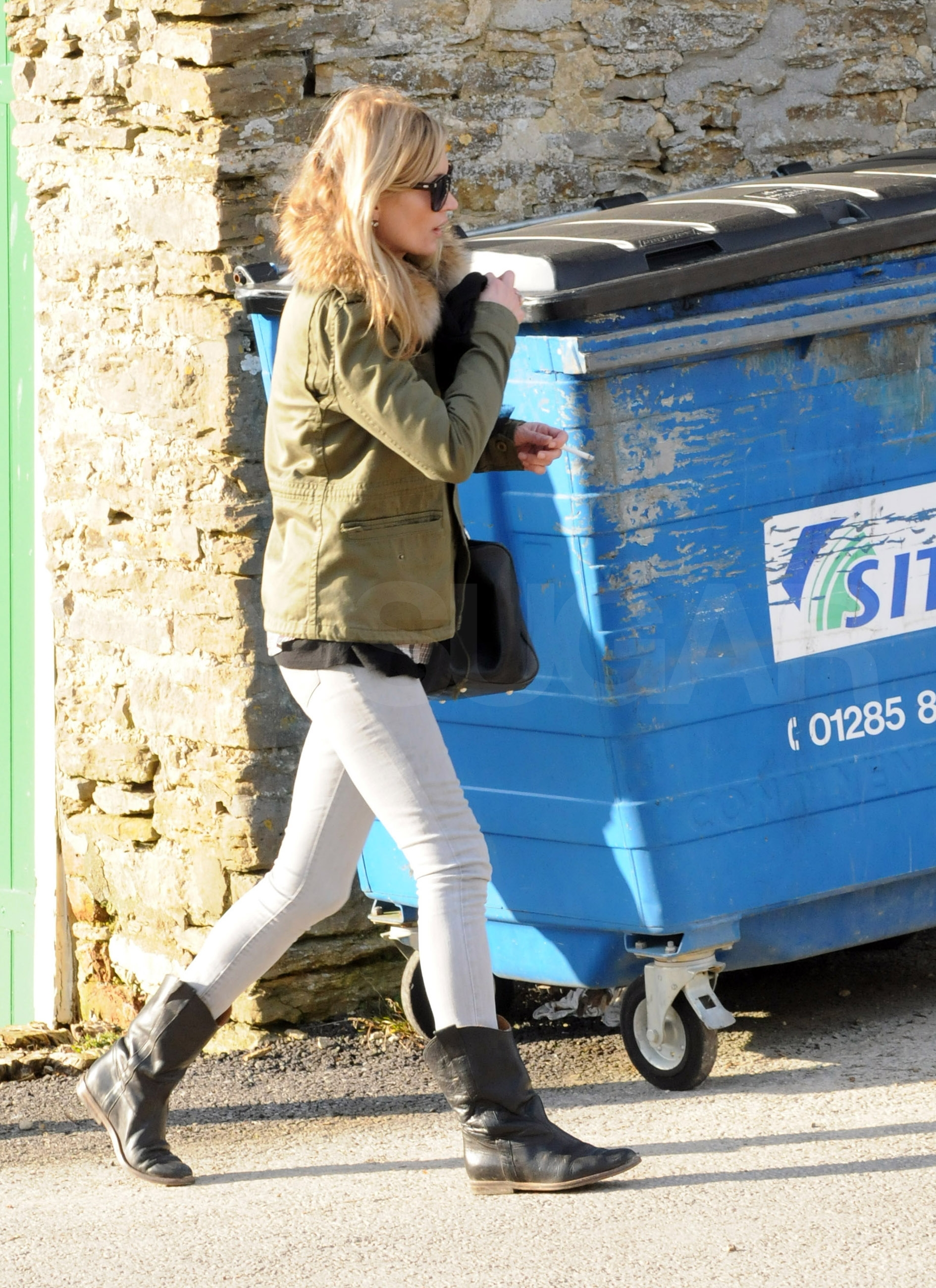 Photos of Kate Moss at a Pub in the Cotswolds, Wearing Fur ...