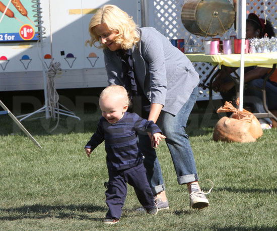 Photo Slide of Pregnant Amy Poehler With Archie Arnett on the LA Set of Parks and Recreation