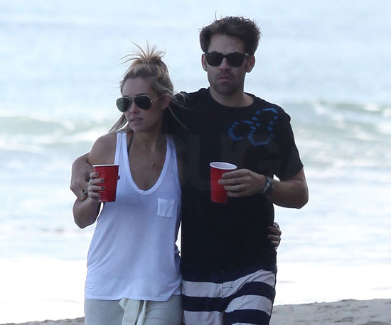 Slide Picture of Lauren Conrad and Kyle Howard Walking on the Beach