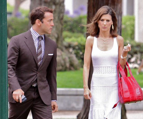 Slide Picture of Jeremy Piven and Perrey Reeves Filming Entourage in LA