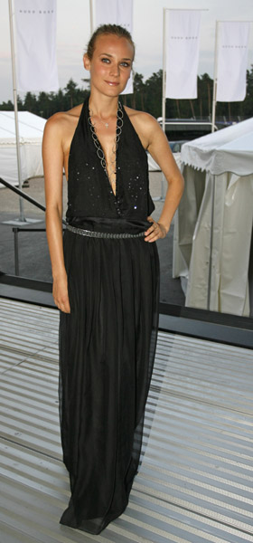 She wore a hot black number, this time in maxi dress form, in 2006.