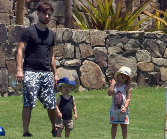 Slide Picture of Tobey Maguire with Otis and Ruby in Mexico