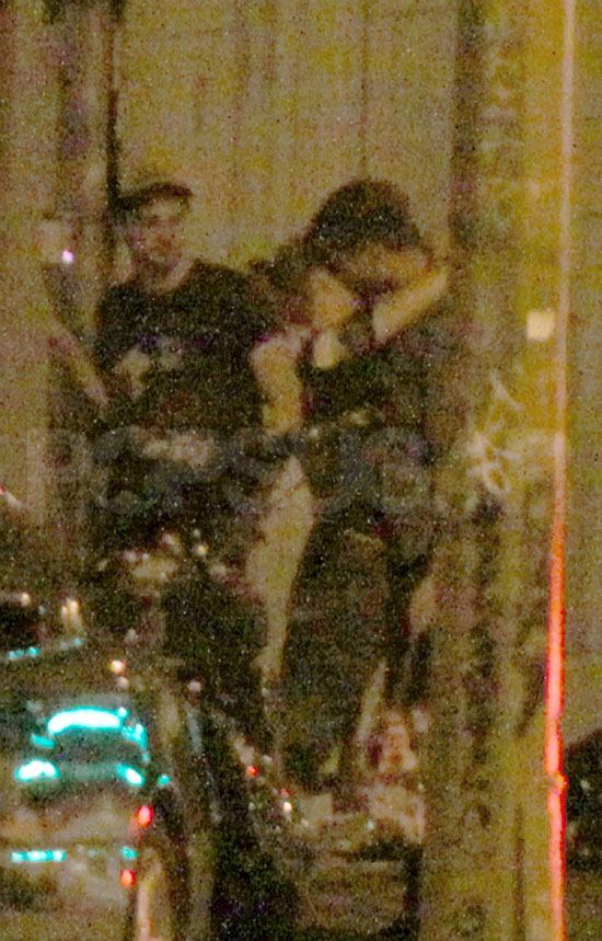 Pictures of Robert Pattinson and Kristen Stewart Kissing