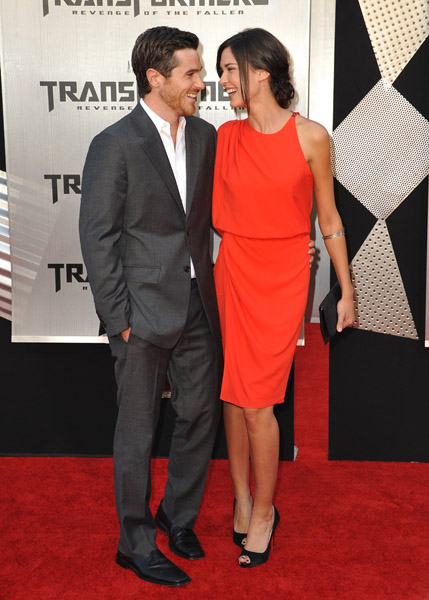 Odette's bright orange dress and Dave's gray suit are a match made in heaven.