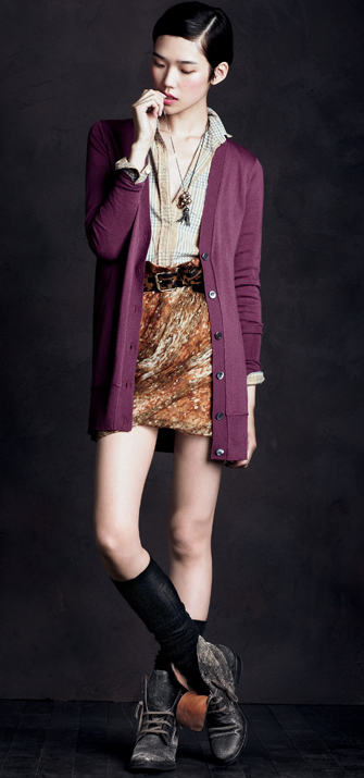 Loving the fresh Fall hues, the layers, and those boots as a rough finishing touch.