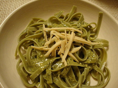Spinach Fettuccine with Creamy Pesto Sauce