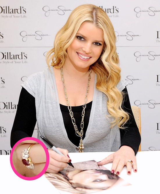 Pictures Of Jessica Simpson's Engagement Ring! 2010-11-14
