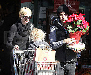 Slide Picture of Ashlee Simpson, Bronx, and Pete Wentz Grocery Shopping in LA