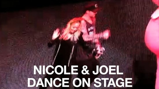 Video of Nicole Richie and Joel Madden on Stage at the Yo Gabba Gabba Show in LA 2010-11-29 11:57:14