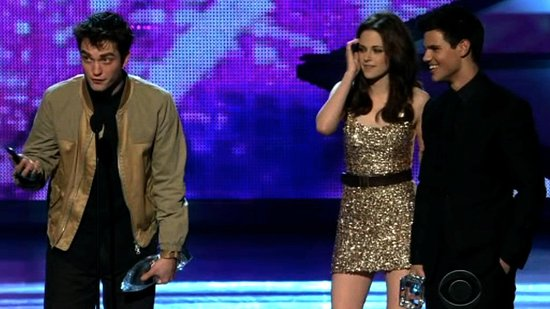 Video of Robert Pattinson and Kristen Stewart at the People's Choice Awards