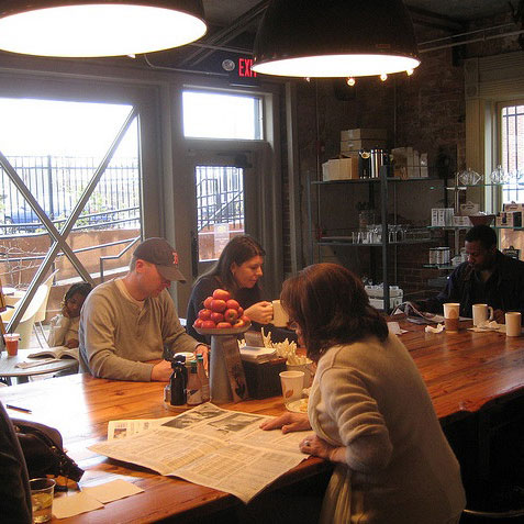 A Food Critic on Communal Tables and Other Fun Finds From the Web
