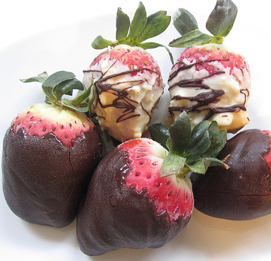 Sugar Shout Out: Treat Your Sweetie to Chocolate Dipped Strawberries!