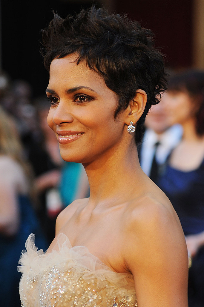 Halle Berry Has a Princess Moment on the Oscars Red Carpet
