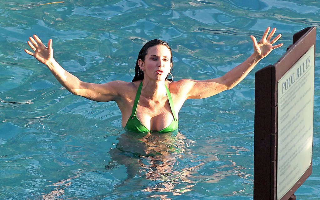 Courteney and Her Cougar Town Costars Keep the Bikini Time Coming!
