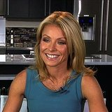 Kelly Ripa on Facebook and iPhone Apps
