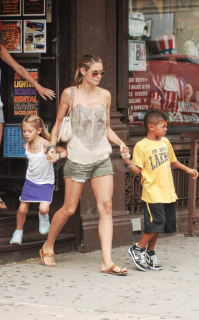Leni and Henry Samuel left a store with mom Heidi Klum.