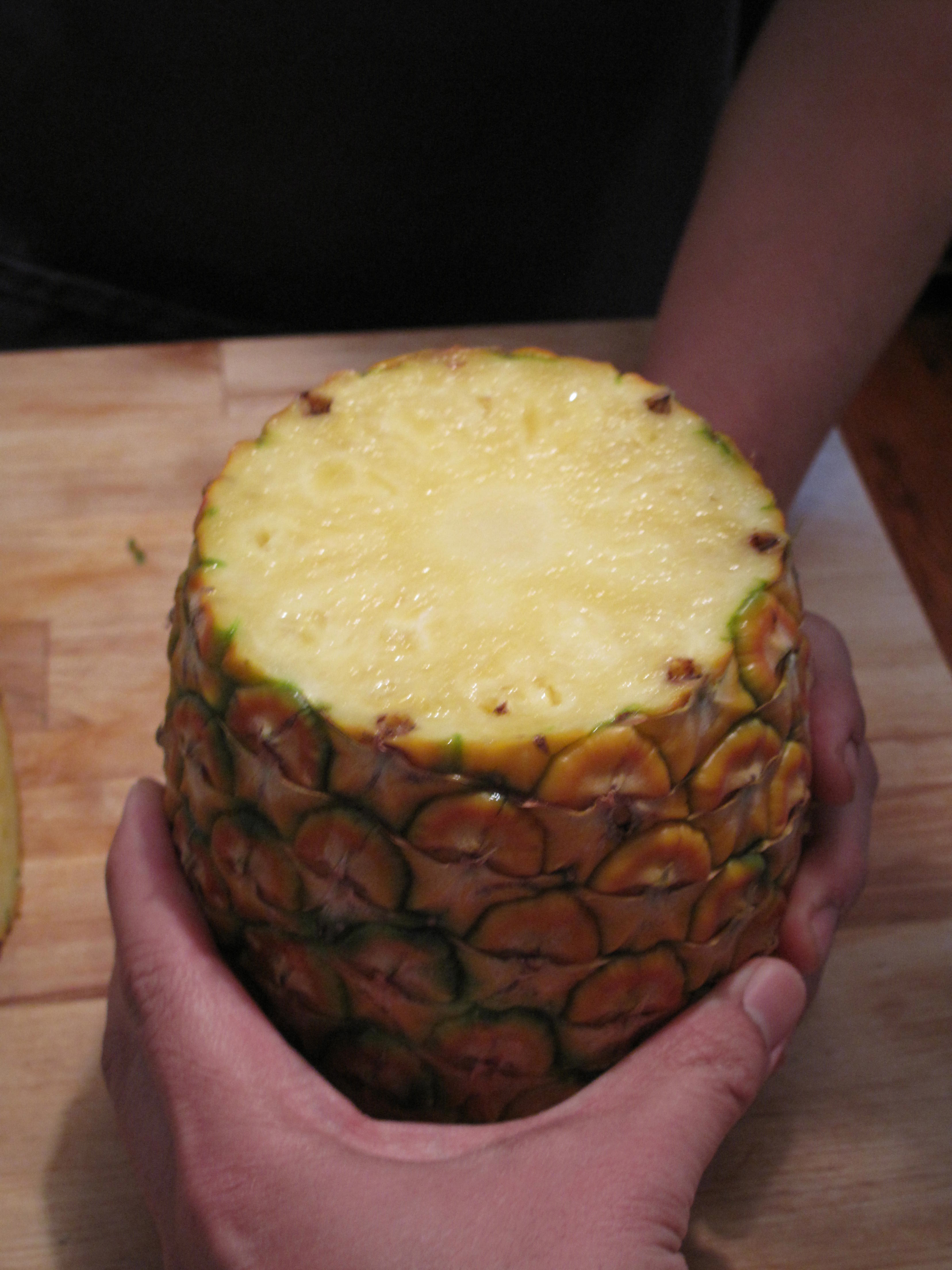Set the pineapple upright, flesh-exposed top facing up.