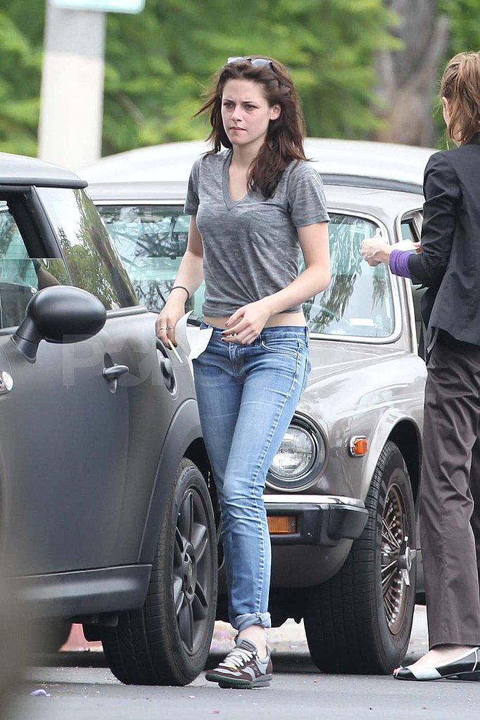 Kristen Stewart Chats With a Fellow Driver Following an On-the-Road Run-In