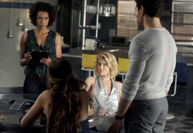 Rachael Taylor, Ramon Rodriguez, Minka Kelly, and Annie Ilonzeh in ABC&#039;s Charlie Angels.