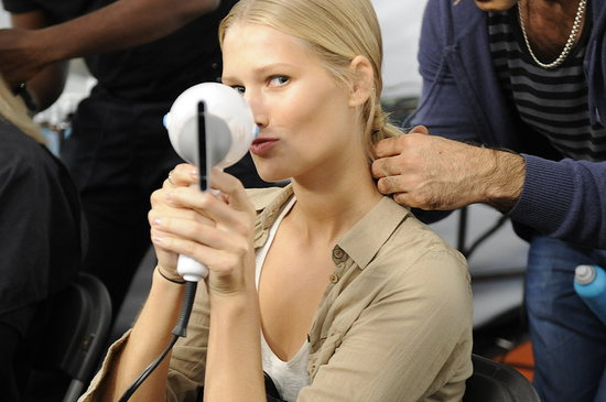 Spring 2012 Backstage Pictures: Marc by Marc Jacobs, Carolina Herrera, Ohne Titel