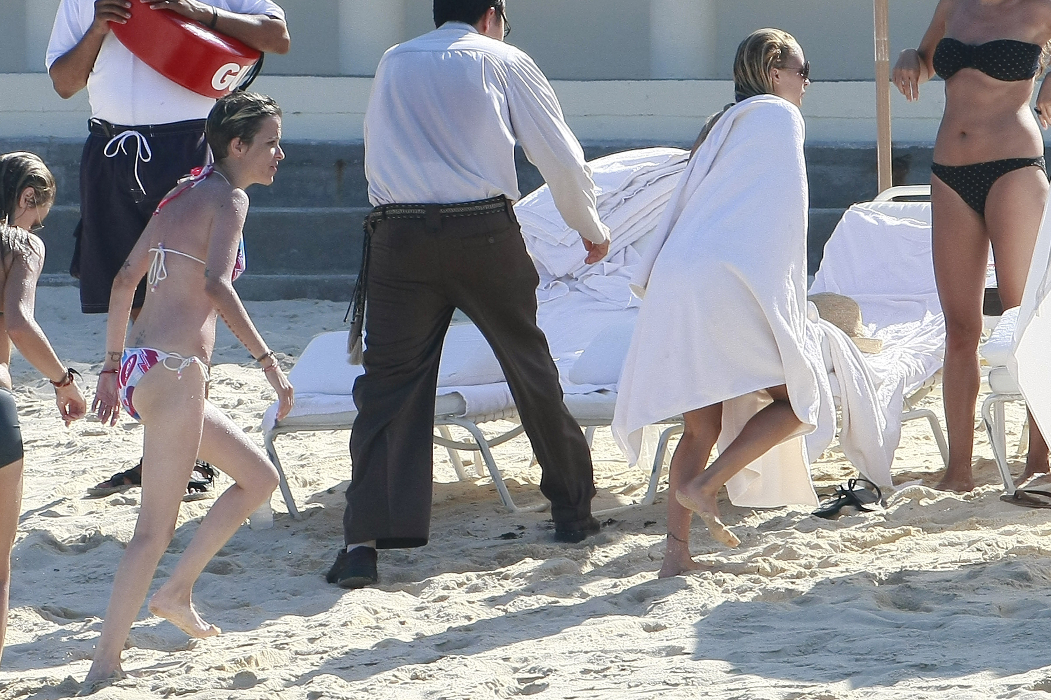 Nicole Richie dried off after swimming in the ocean.