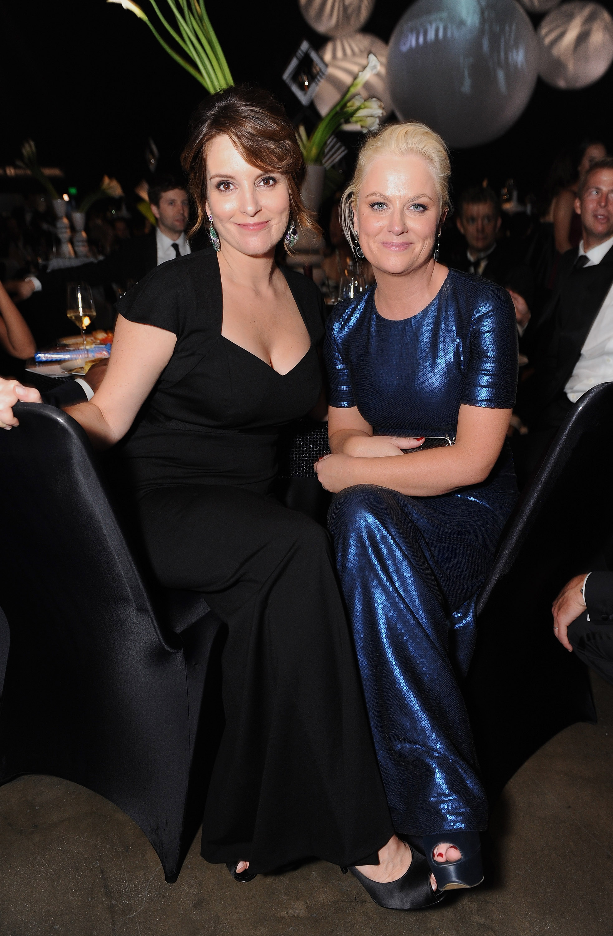 Funny ladies Tina Fey and Amy Poehler hang out.