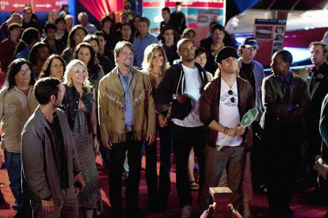 Elisha Cuthbert as Alex, Zachary Knighton as Dave, Eliza Coupe as Jane, Damon Wayans Jr. as Brad, and Adam Pally as Max on Happy Endings.