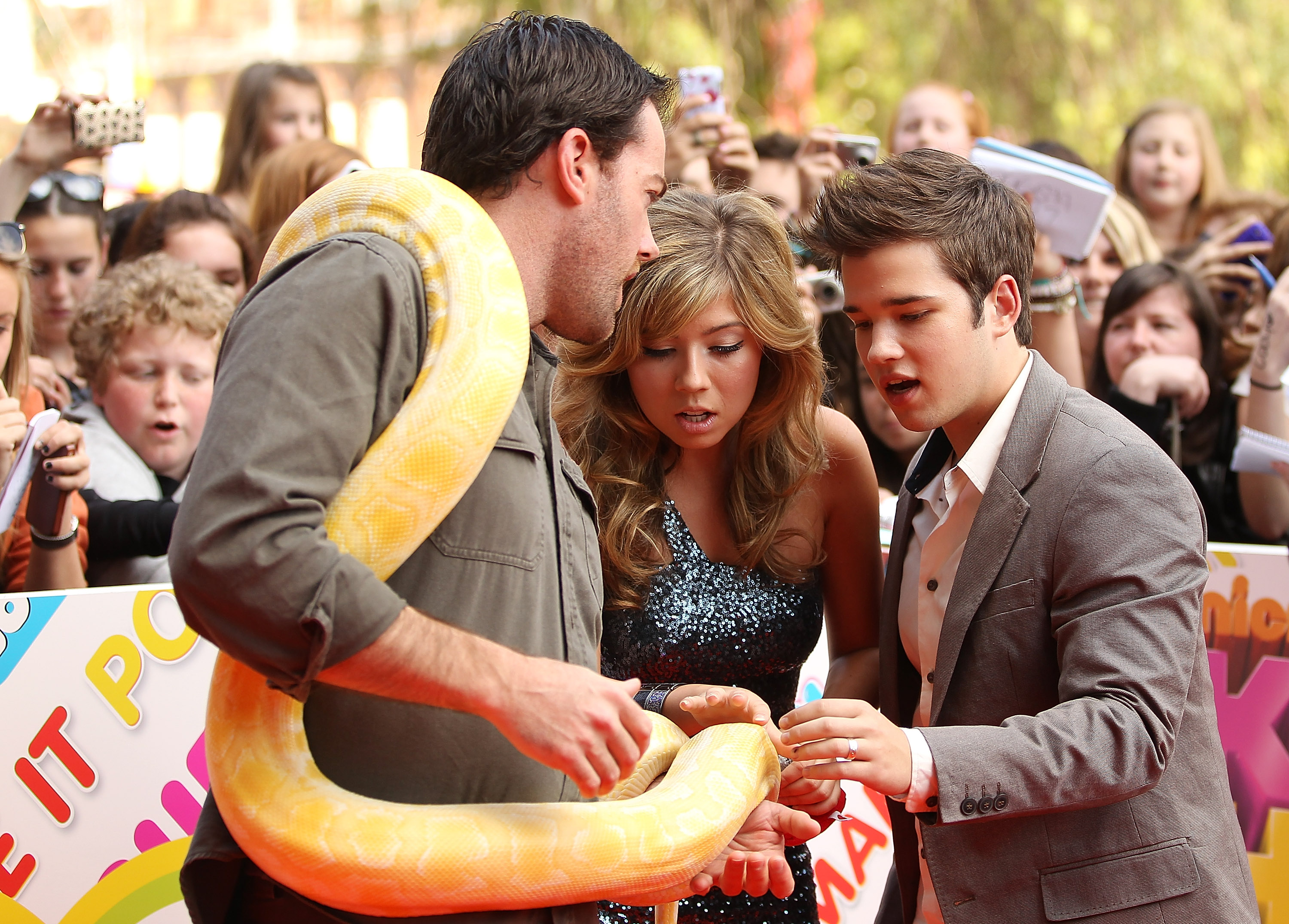 Jennette Mccurdy And Nathan Kress: Celebrity Pictures On Orange Carpet At 2011 Australian