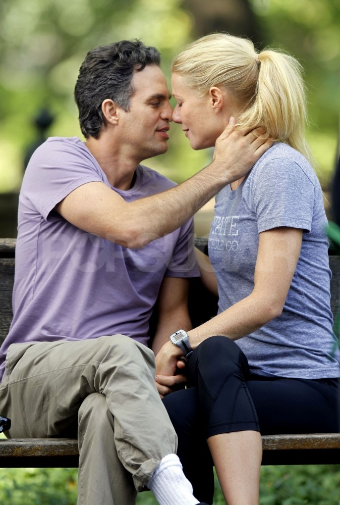 Gwyneth Paltrow and Mark Ruffalo readied themselves for a kiss.