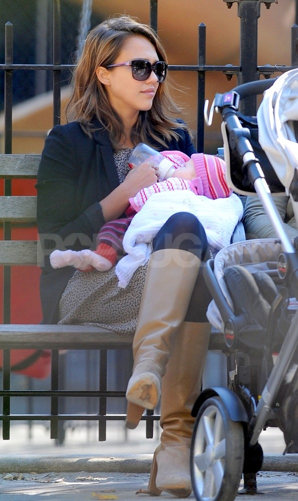Jessica Alba fed Haven a bottle in a NYC park.