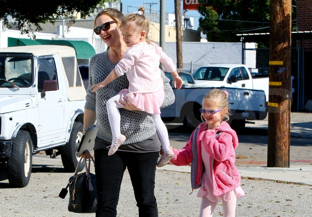 Jennifer Garner out in LA with daughters Violet and Seraphina.