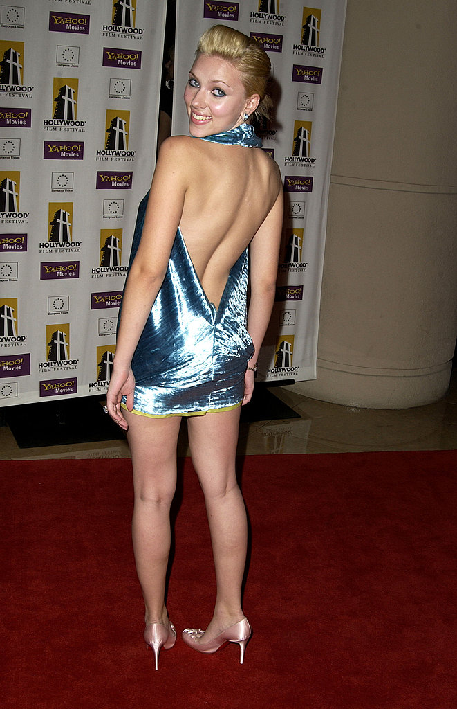 Scarlett sported a backless dress to the 2003 Hollywood Awards.