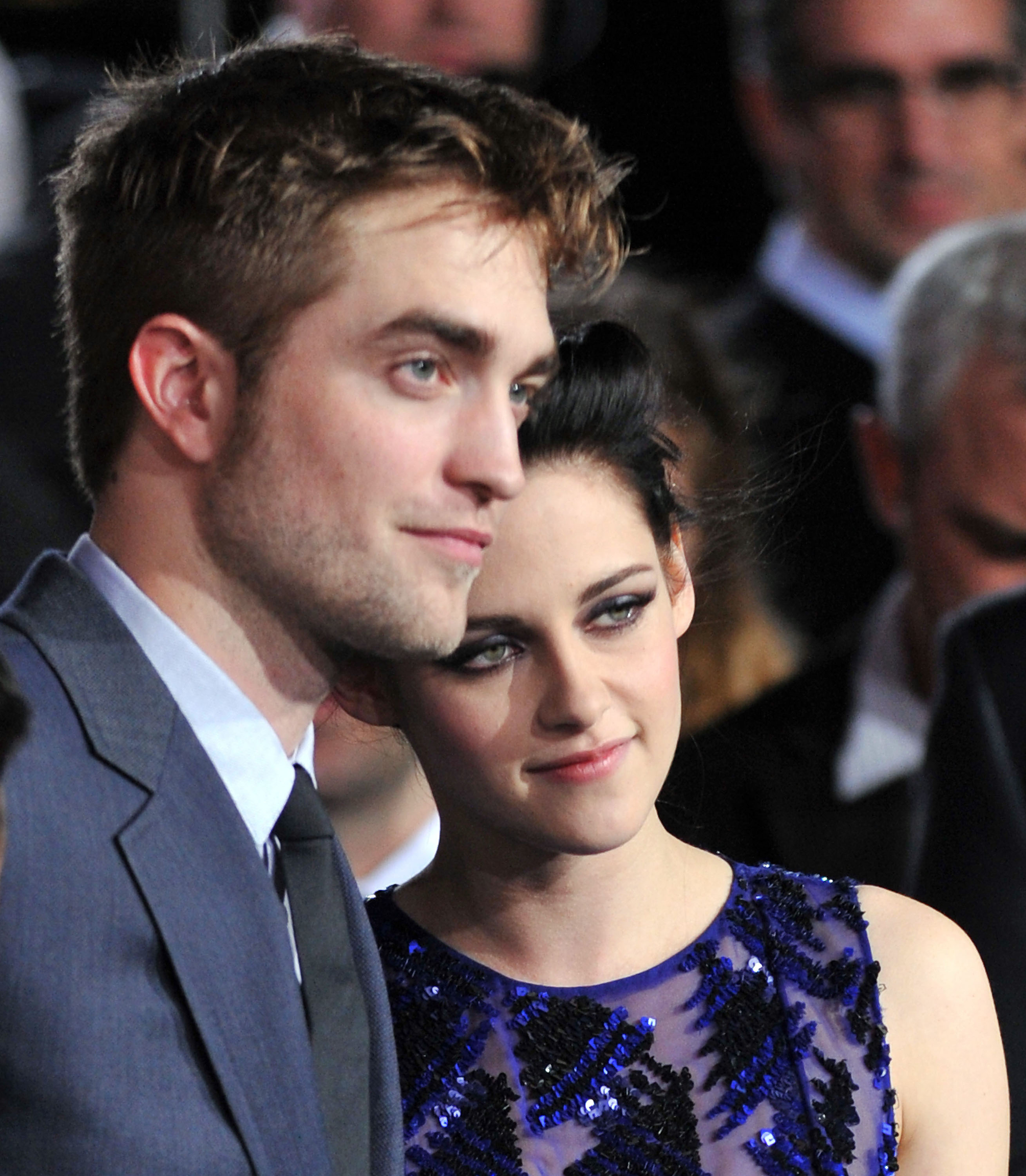 Robert Pattinson and Kristen Stewart gave their shy sexy smiles for photographers.