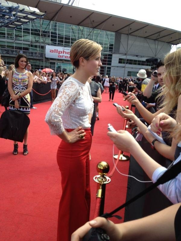 Missy Higgins showed off her blonde locks and red flares. Twitter User: theAUreview