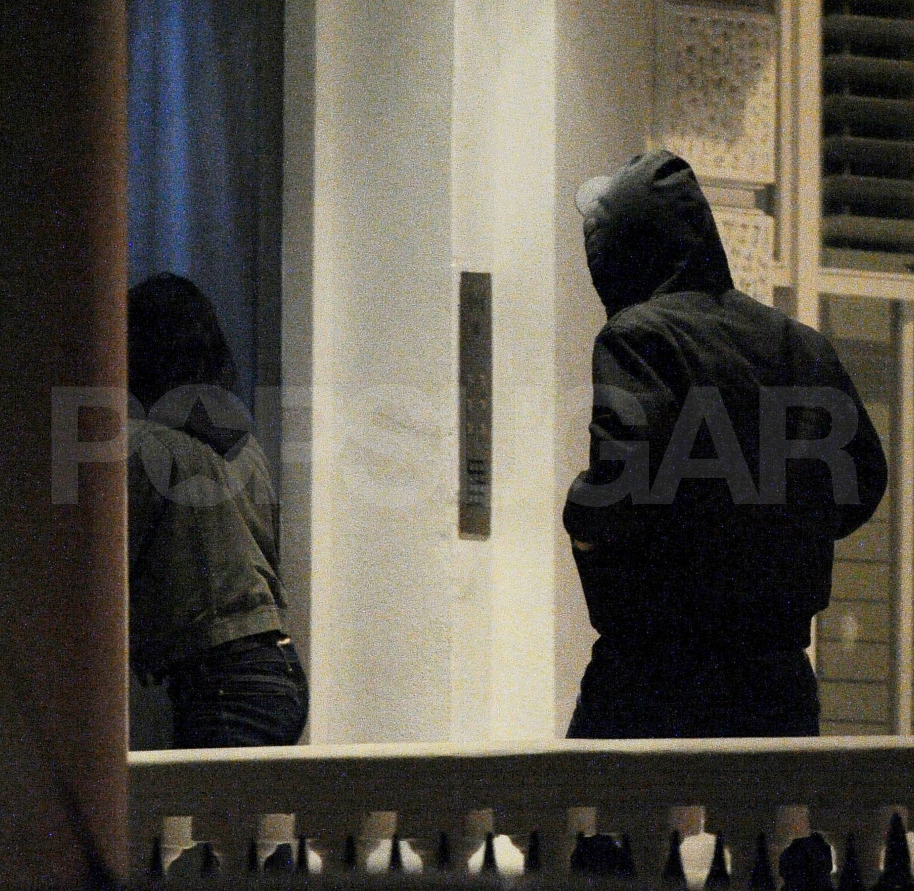 Robert Pattinson and Kristen Stewart returned to their London apartment after dinner.