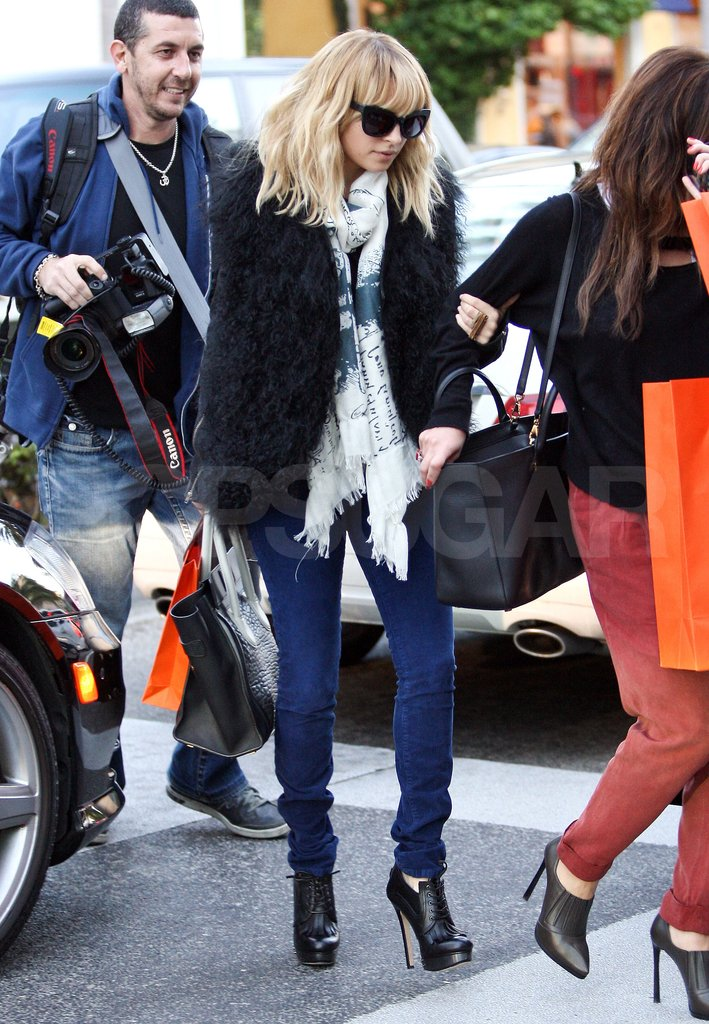Nicole Richie picked up gifts at Hermès.