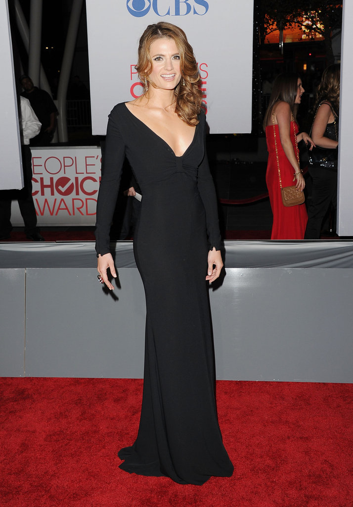 Stana Katic worked her floor-length gown at the People's Choice Awards.