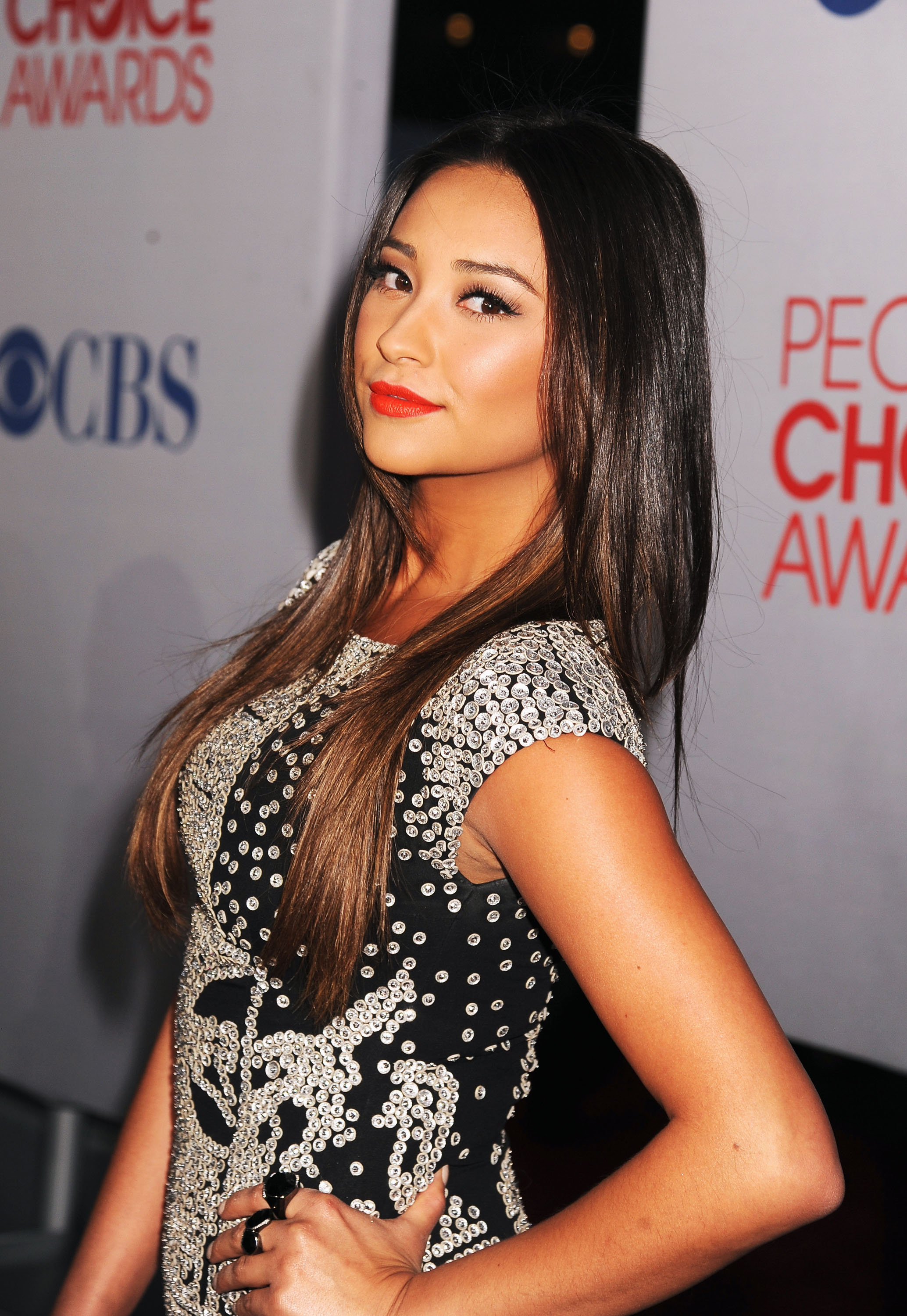 Shay Mitchell on the People's Choice Awards red carpet.