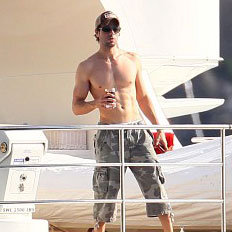 Shirtless Enrique Iglesias In St Barts With Anna