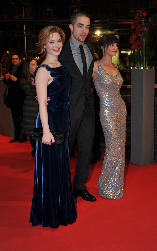 The three stars walked together down the red carpet.