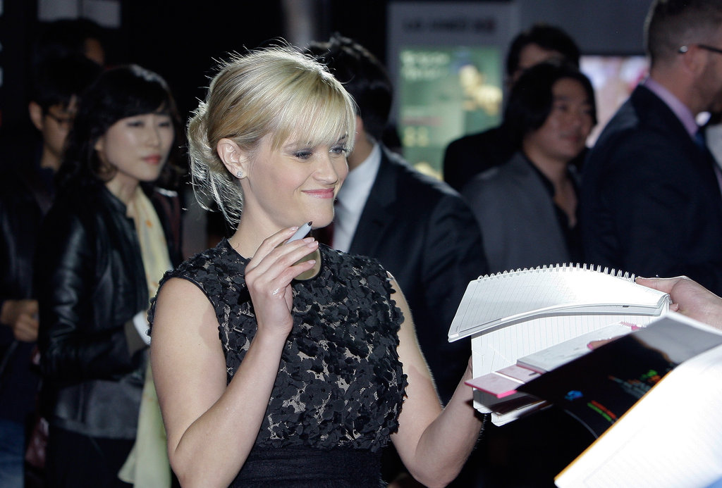 Reese Witherspoon was happy to sign autographs at the Seoul premiere for This Means War.