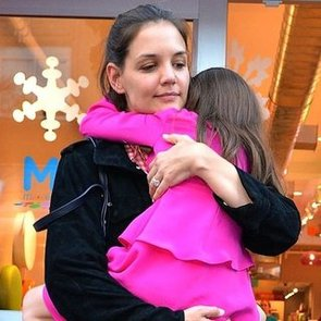 Katie Holmes Carrying Suri Cruise in New York Video