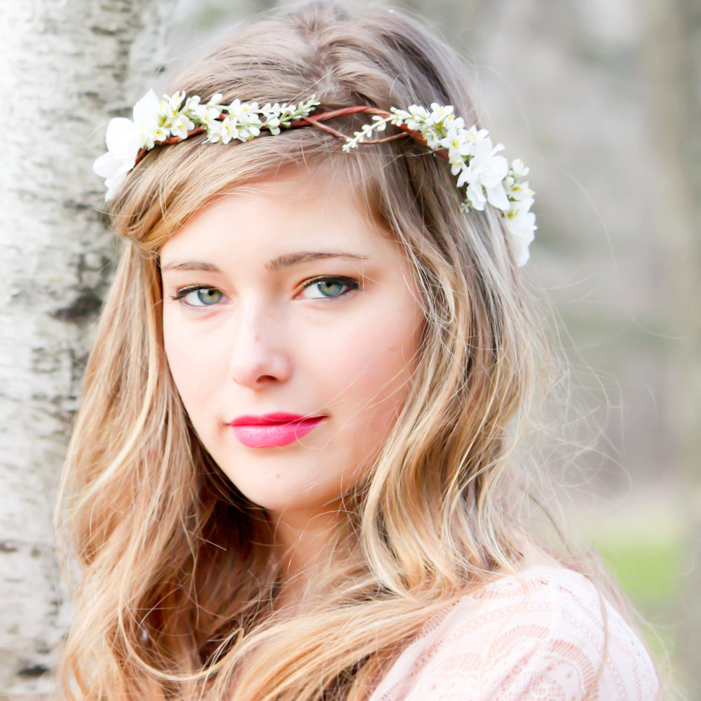 Have you seen this woodland garland (US$35) on your friends' fairytale wedding mood boards? It's from Etsy.