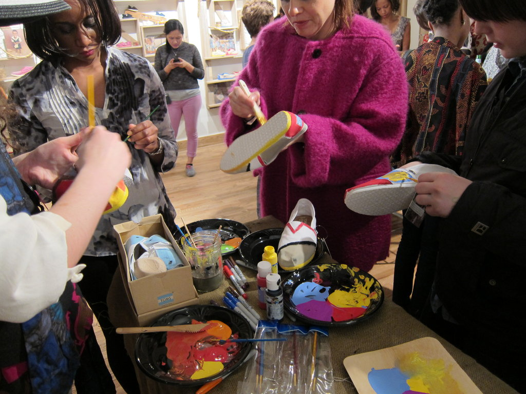 A close-up of the artists at work. To glean a little more TOMS DIY inspiration, just keep clicking.