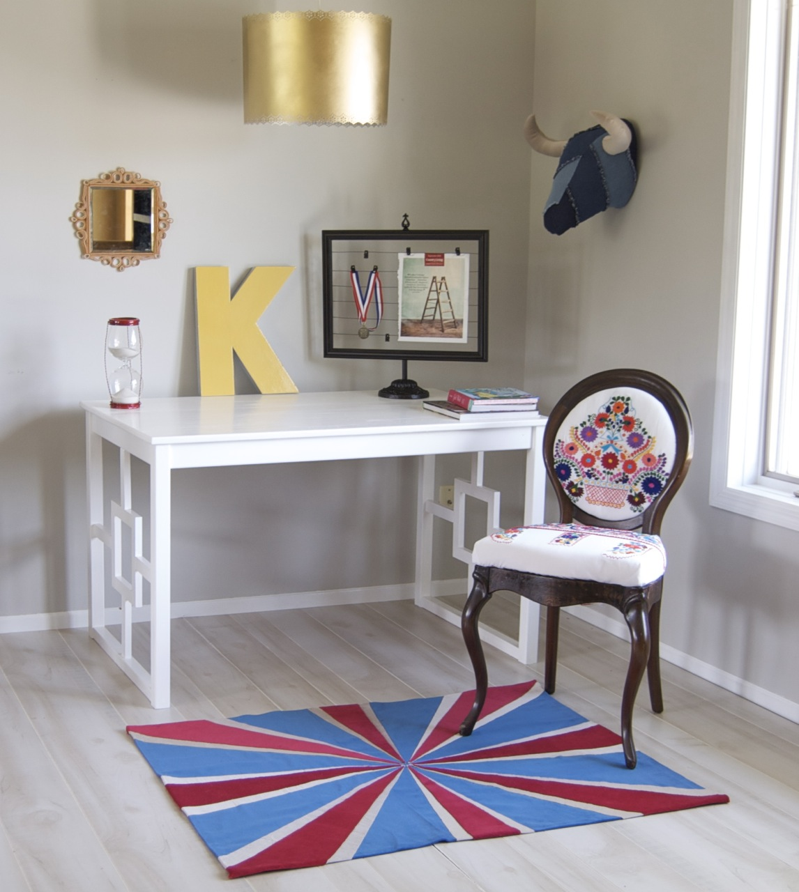Find out how to transform a plain IKEA table into a chic new desk.  Source: Matsutake