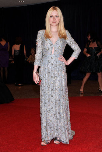 Dakota Fanning showed off her gorgeous gown on the red carpet.