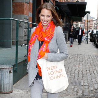 Christy Turlington's Scarf Helps Mothers in Need