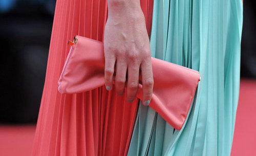 Bérénice Bejo finished off her look with a satin clutch.