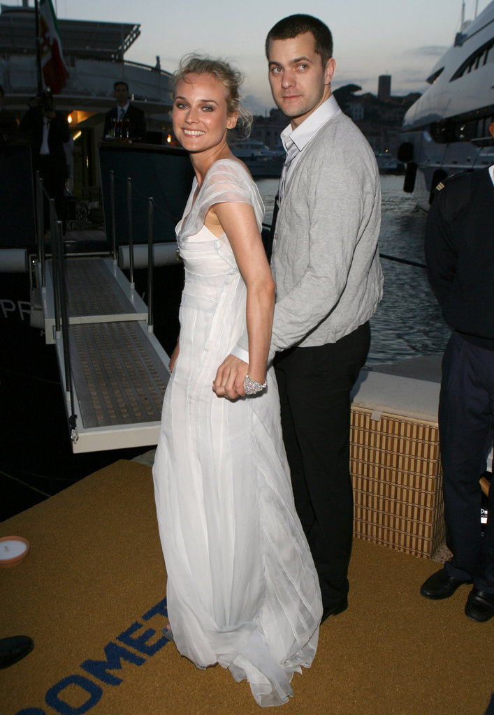 We love this sweet snap of Diane and her boyfriend Joshua Jackson as they head into a cocktail party hosted by Alberta Ferretti.