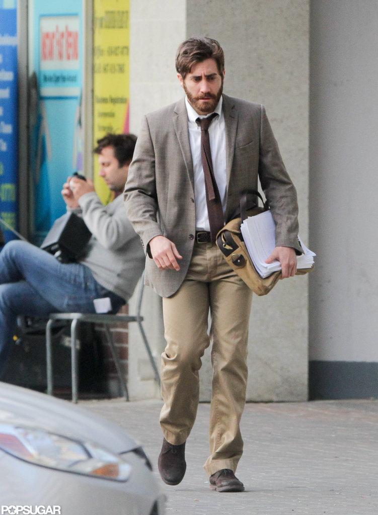 Jake Gyllenhaal wore a suit.